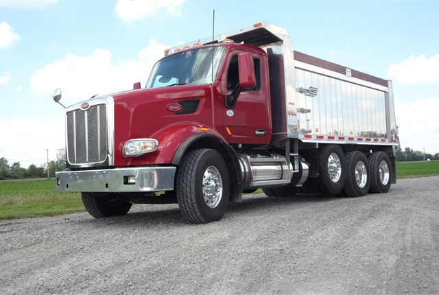 Built for shows, this Model 567 also goes, powerfully and smoothly. Bumper-to-back of cab length is 121 inches; a 115-inch BBC is also available. Set-back steer axle and single pusher axle suggests it's built for an axle-weight state.