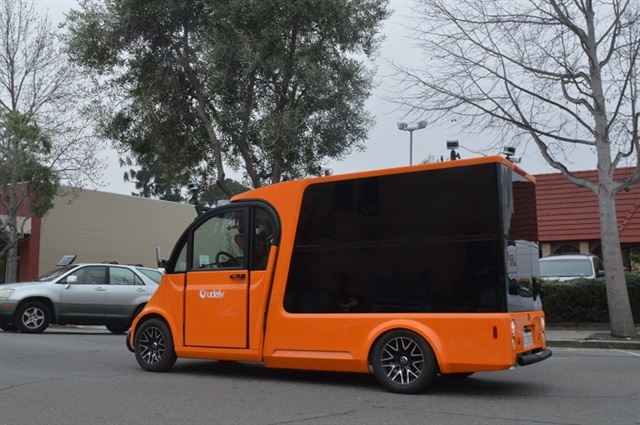 The udelv autonomous vehicle successfully made deliveries to two nearby customers on a 2.5-mile route that included traffic lights, lane changes, unsignaled left turns, and multiple stops. Photo: udelv