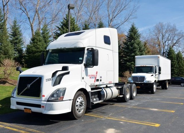 Our test truck was a rented 2013 Volvo VNL. Vnomic's development test truck is in the background. Photo: Jim Park