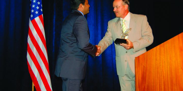 Wayne Smolda (right), CEO of The CEI Group, presents the 2009 Fleet Executive of the Year trophy...