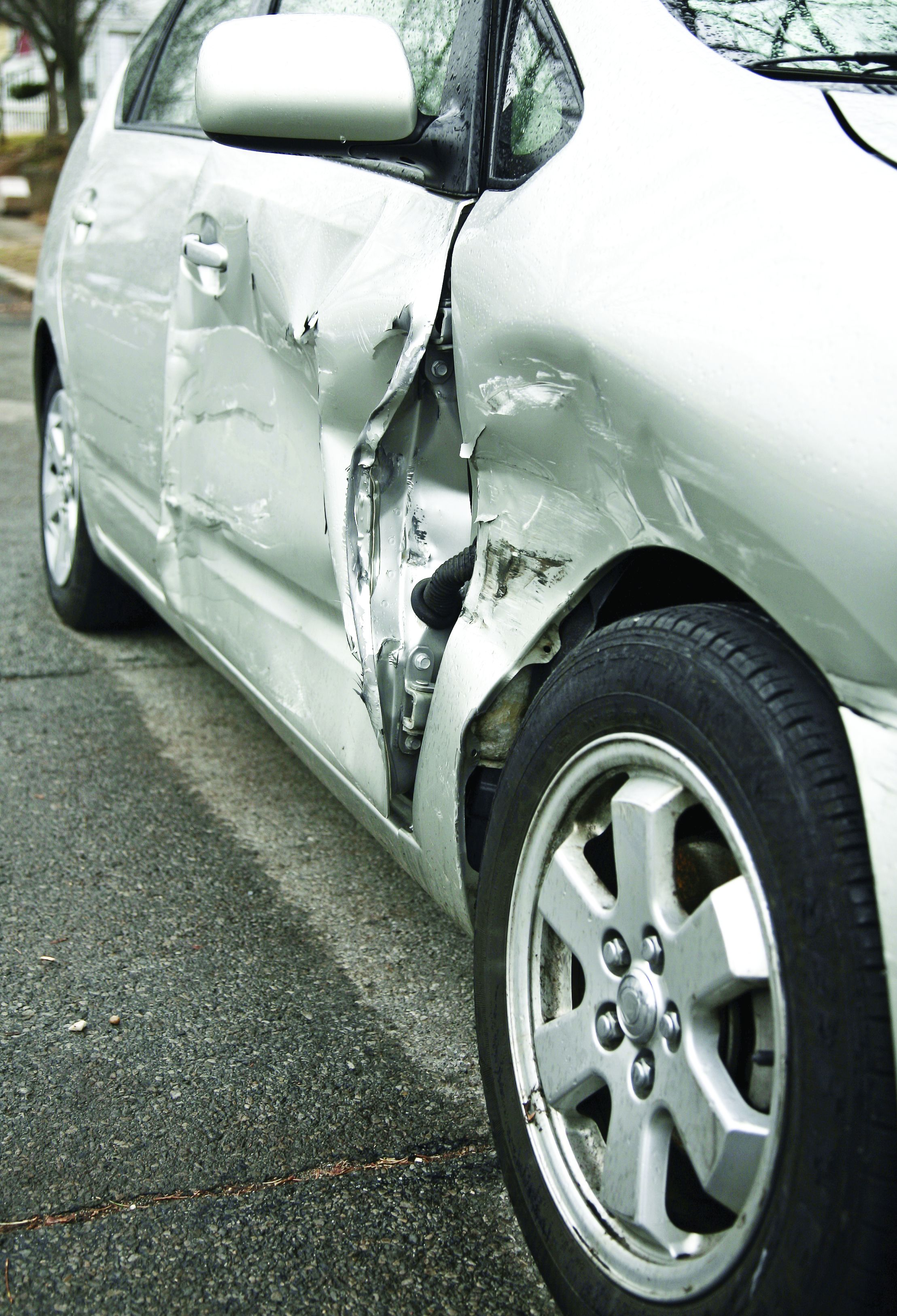 Should Damaged Vehicles Be Repaired or Replaced?