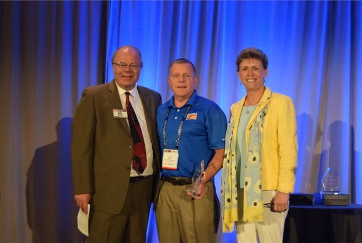 Mike Antich (left), editor of Automotive Fleet, with Joe Rader, Fisher Auto Parts VP of risk services and winner of the 2017 Fleet Safety award, and Pam Sederholm, executive director of AALA. - Photo by Andy Lundin.