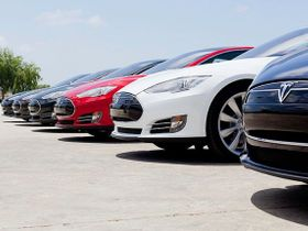 Tesla Wants Back in Dealership Game, Seeks Loophole