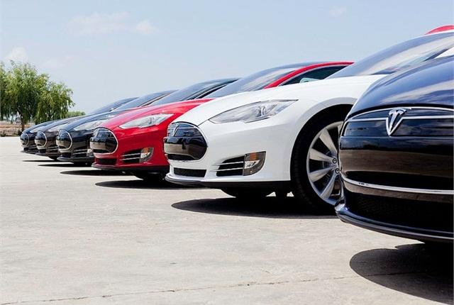 Tesla Wants Back in Dealership Game, Seeks Loophole
