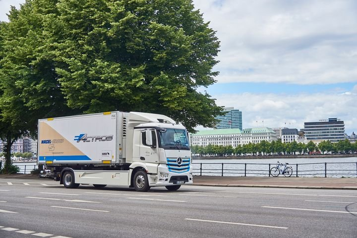 "Nagel-Group in Hamburg goes electric – entire Mercedes-Benz eActros ""Innovation fleet"" now in practical testing. - Photo via Daimler."