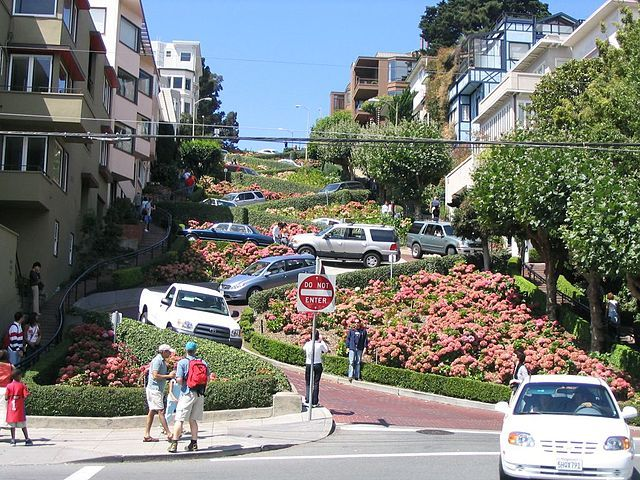 How will driverless vehicles fare on San Francisco's notoriously crooked Lombard Street? - Photo via Wikimedia Commons/Ramgeis.