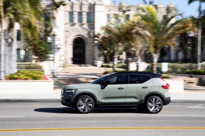 The fully electric Volvo XC40 Recharge has a 75-kWh battery pack that powers a dual-motor powertrain for 402-hp and standard all-wheel drive. Attendees to the 2021 Fleet Forward Conference will have a chance to drive the XC40 Recharge and confer with Volvo electrification experts.  - Photo: Volvo