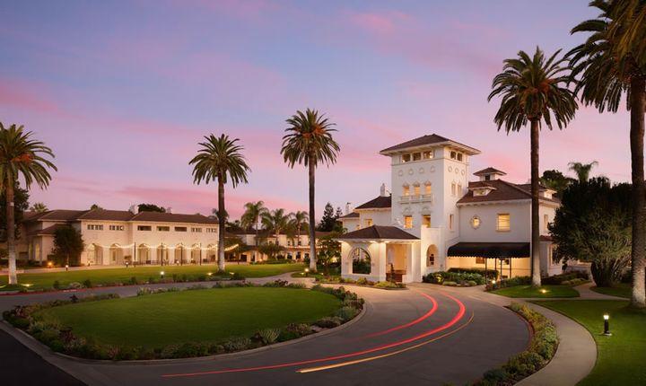 Hội nghị năm nay tại Hayes Mansion lịch sử của San Jose có tính năng Đổi mới trong Chuyển động, trong đó những người tham dự có thể đi xe, lái và trải nghiệm xe điện cũng như các công nghệ khác hiện có hoặc sắp có trên thị trường xe hơi.  - Ảnh lịch sự Hayes Mansion