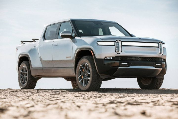 The R1Tfeatures a four-motor, four-wheel-drive system with a height-adjustable air suspension, and interconnected hydraulics for damping and roll control. - Photo: Rivian