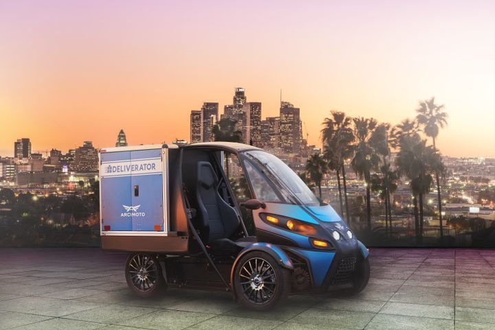 The Deliverator Cargo Cube can be customized to carry a wide array of products including parcels, pizza, perishable groceries, pharmaceuticals, and drycleaning. - Photo via Arcimoto.