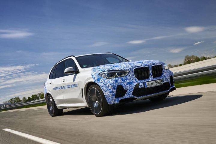 The first prototypes of the hydrogen-powered vehicles are now being tested on European roads. - Photo: BMW