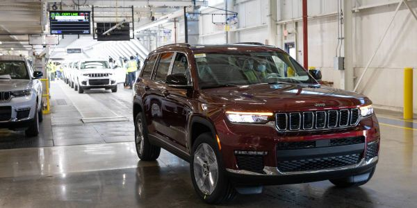 A 2021 JeepGrand Cherokee L rolls off the line at Stellantis' Detroit Assembly Complex - Mack...