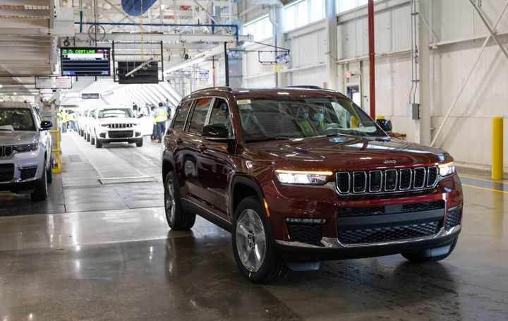 A 2021 JeepGrand Cherokee L rolls off the line at Stellantis' Detroit Assembly Complex - Mack plant after final validation to be loaded onto a carrier. The all-new version of the full-size SUV is now equipped with three rows of seats and began shipping to dealerson June 21. - Photo: Stellantis