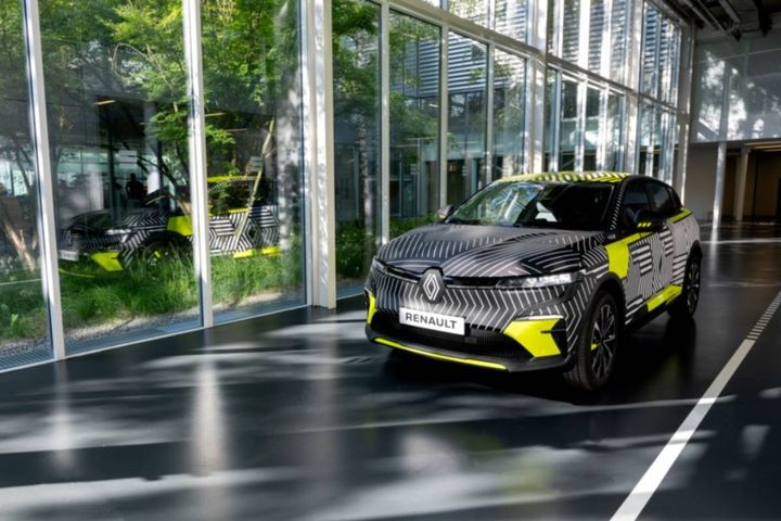 Revealed during Renault eWays: The Challenge towards Zero Emissions, Mégane eVision showcar announced Renault's first step into C-segment electric vehicles. - Photo: Renault