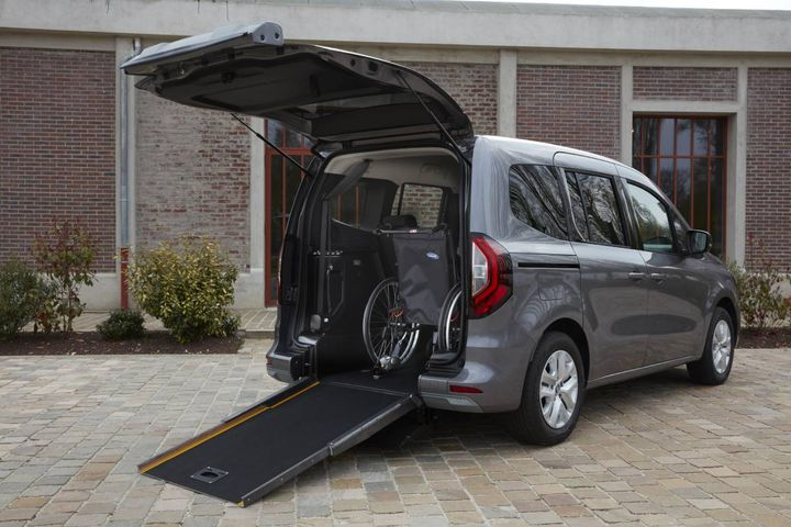 The new TMPR will go on sale in autumn 2021 in France and Europe.A sliding access ramp is featured under the vehiclefor comfort. - Photo: Anthny Bernier from Renault