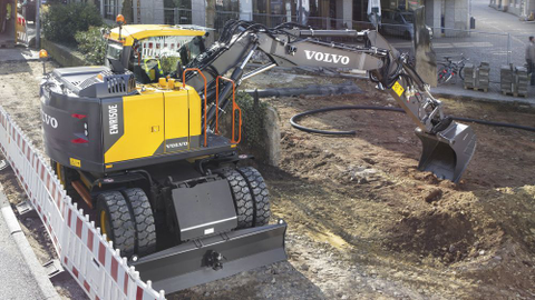 The short swing EWR150E (pictured) allows operators to work in small areas.