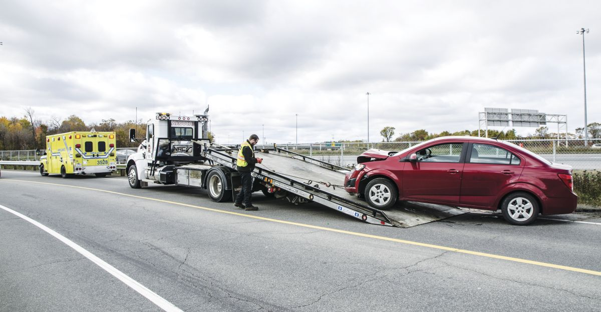 If a fleet charges for services by the hour, assigning a revenue-producing technician to a tow call wastes time and prolongs response time.  - Photo: Getty Images