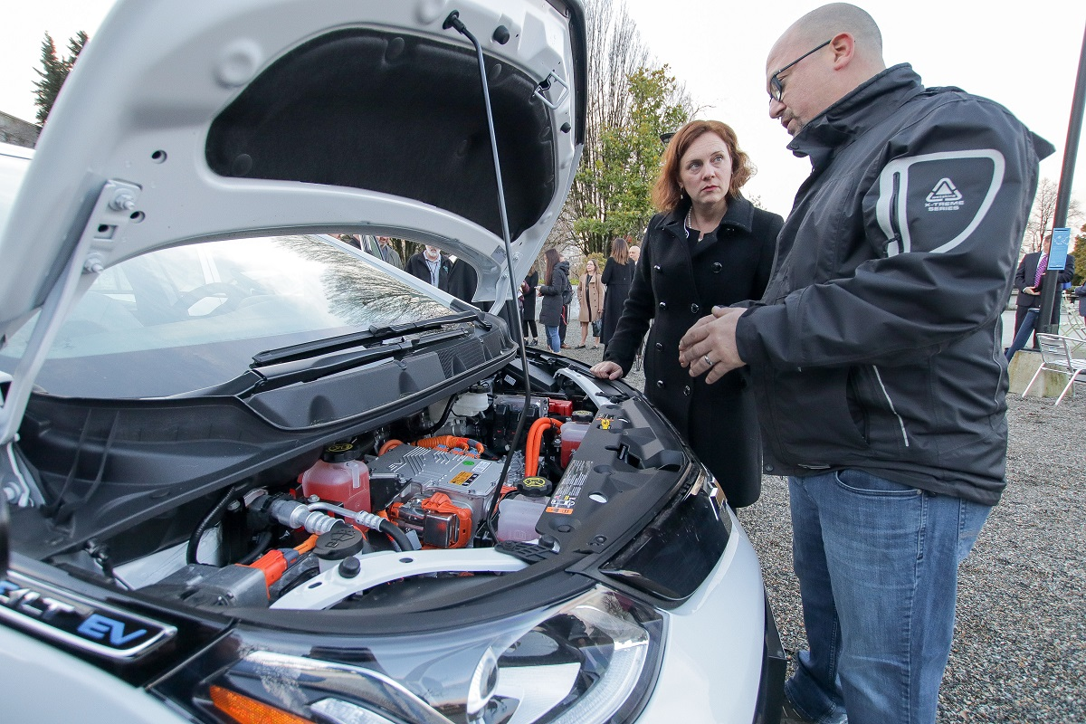 Fleet Sends Techs to School for EV Training