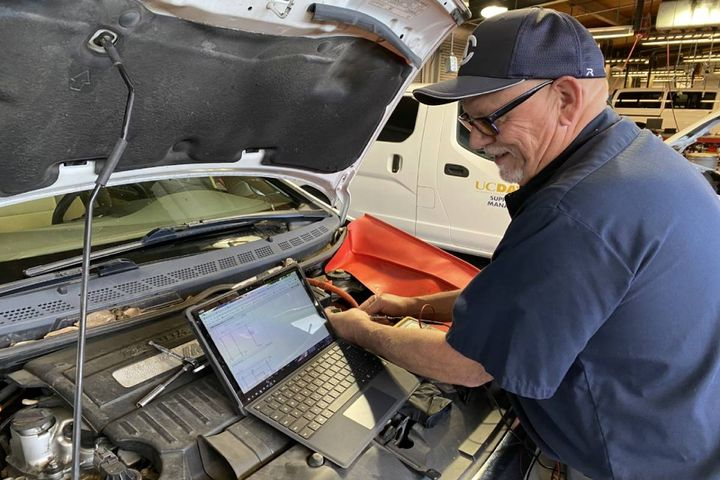 Mitch Roath, lead automotive technician, can take his tablet to a vehicle and follow the pinpoint tests right where he's working. - Photo: University of California, Davis