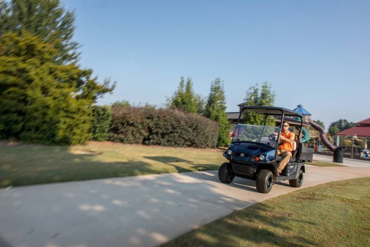 A longer-range lithium-ion battery allows the E-Z-Go Elite to have lower operating costs. - Photo: Textron
