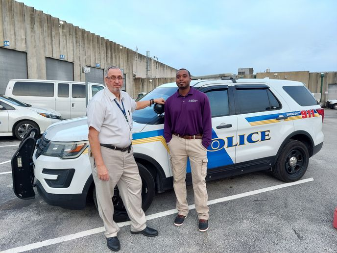 St. Petersburg, Florida, was one city that recently piloted Derive VQ in its fleet. Another pilot in Orlando went so well that the fleet manager is installing it in all vehicles.Pictured here are: City of Orlando Fleet and Facilities Division Manager David Dunn, CFM, left, and new Fleet Division Manager Jonathan Ford, right. - Photo:Derive Systems