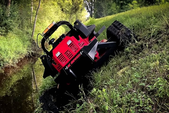 The mower can be used in slopes up to 50 degrees. - Photo:RC Mowers