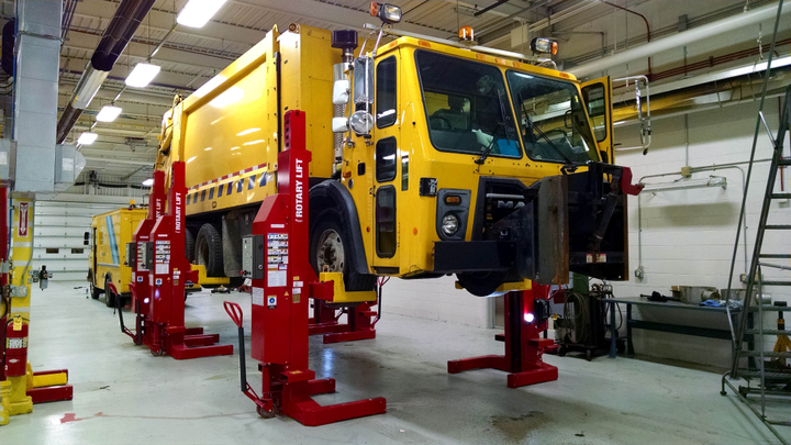 Rotary Lift Mach Series wireless mobile column lifts are available in a wide range of lifting capacities to accommodate everything from light passenger vehicles to heavy-duty trucks and equipment.