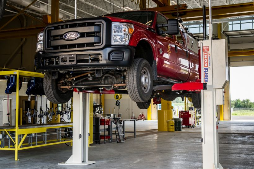 Why More Fleets Are Turning to Cooperative Contracts to Buy Vehicle Lifts
