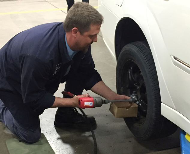 The City of Troy, Mich., held a tire changing contest for attendees. A fleet technician is pictured providing a demo before the contest begins. Photo courtesy of City of Troy