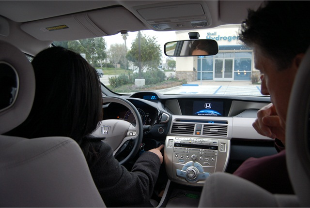 Honda's Steve Ellis shows Green Fleet Senior Editor Grace Suizo the car's features before the test drive. Click on the image for more pictures.