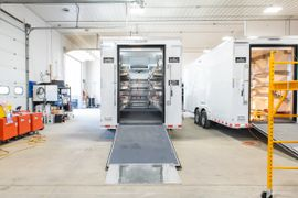 Acela卡车公司建造便携式停尸房拖车单元