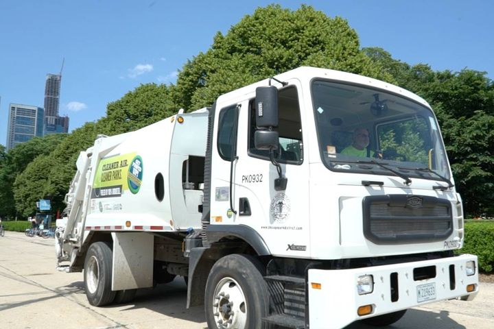 The pilot B100 program cuts carbon emissions from refuse vehicles by 84%. - Photo: Illinois Soybean Association