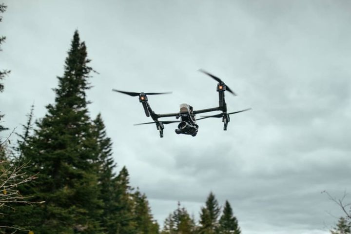 The drones will be used for crime scene and fatal crash documentation, search and rescue, event security, disaster response, community outreach, and other tactical responses. - Photo: Unsplash/Sam McGhee