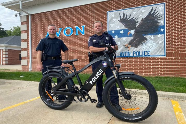 Ptl. David Layne (holding handlebars) stands with Capt. Fischbach and the new RECON Commando eBike. - Photo: Ptl. David Layne