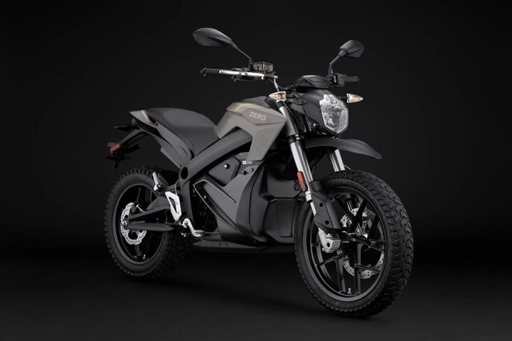 Zero Motorcycles produces a line of police-specific e-motos based on both the DS and DSR (dual sport) platform and the FX (supermoto) platform. These bikes, known as the DSP, DSRP, and FXP, are prized for their ability to operate both on- and off-road, which is important to police officers who never know where the next call may take them. - Photo: Zero Motorcycles