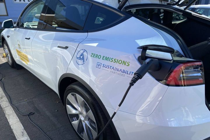 Each EV replacing an internal combustion engine vehicle will save an estimated 8,700 pounds of carbon dioxide annually. - Photo: Hawaii DOT