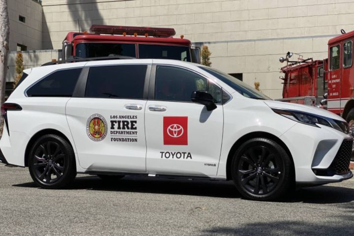 The OEM is providing 20 vehicles to help transport vaccines to underserved communities and increase vaccine access for Angelenos with limited transportation or immobility. - Photo: Toyota