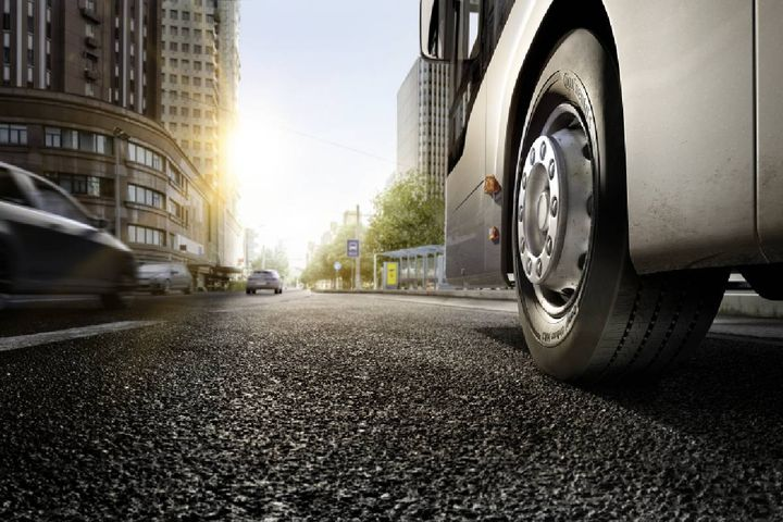 The tire manufacturer is currently performing test drives at the Contidrom, Continental's prototype and benchmark tire test facility, with an electric truck from Futuricum. - Photo:Continental