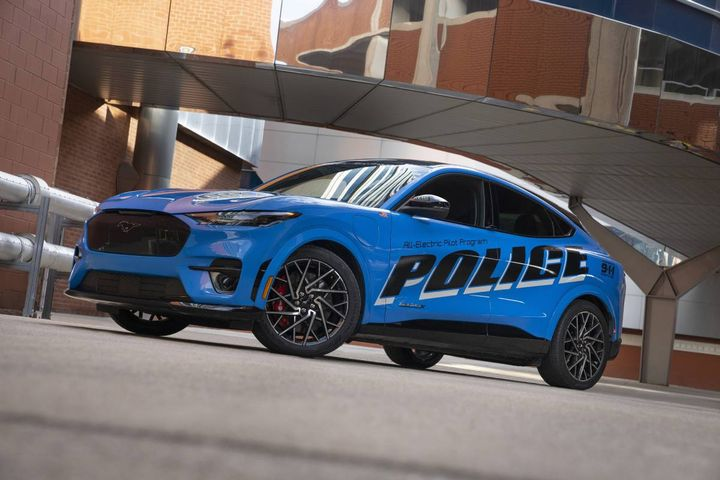 The all-electric police pilot vehicle based on the 2021 Mustang Mach-E SUV will take part in the Michigan State Police 2022 Model Year Police Evaluation. - Photo: Ford