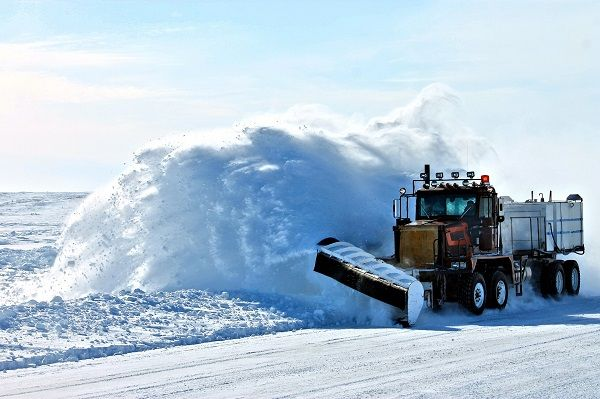 The CompassTrac Enterprise software displaysautomatic vehicle location and telemetry information to enable proactive and efficient snow operations. - Photo of a snowplow via Skentophyte/Pixabay