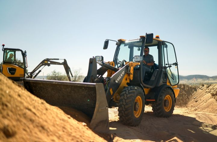 The Volvo Construction Equipment L25 Electric compact wheel loader and ECR25 Electric compact excavator are pictured at work for Baltic Sandsin the California desert during the pilot project. - Photo: Volvo