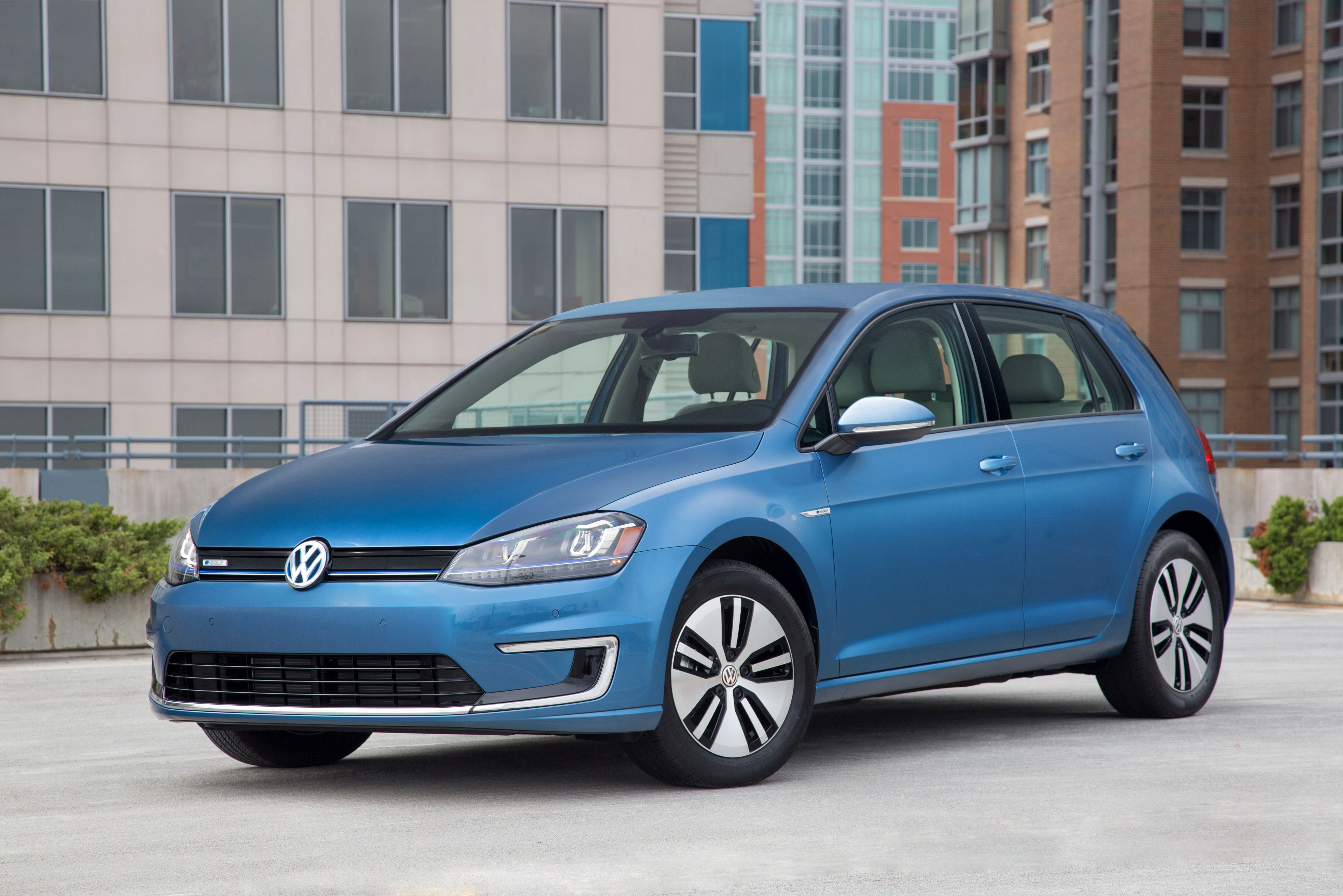 Volkswagen E-Golf Arrives at Dealerships
