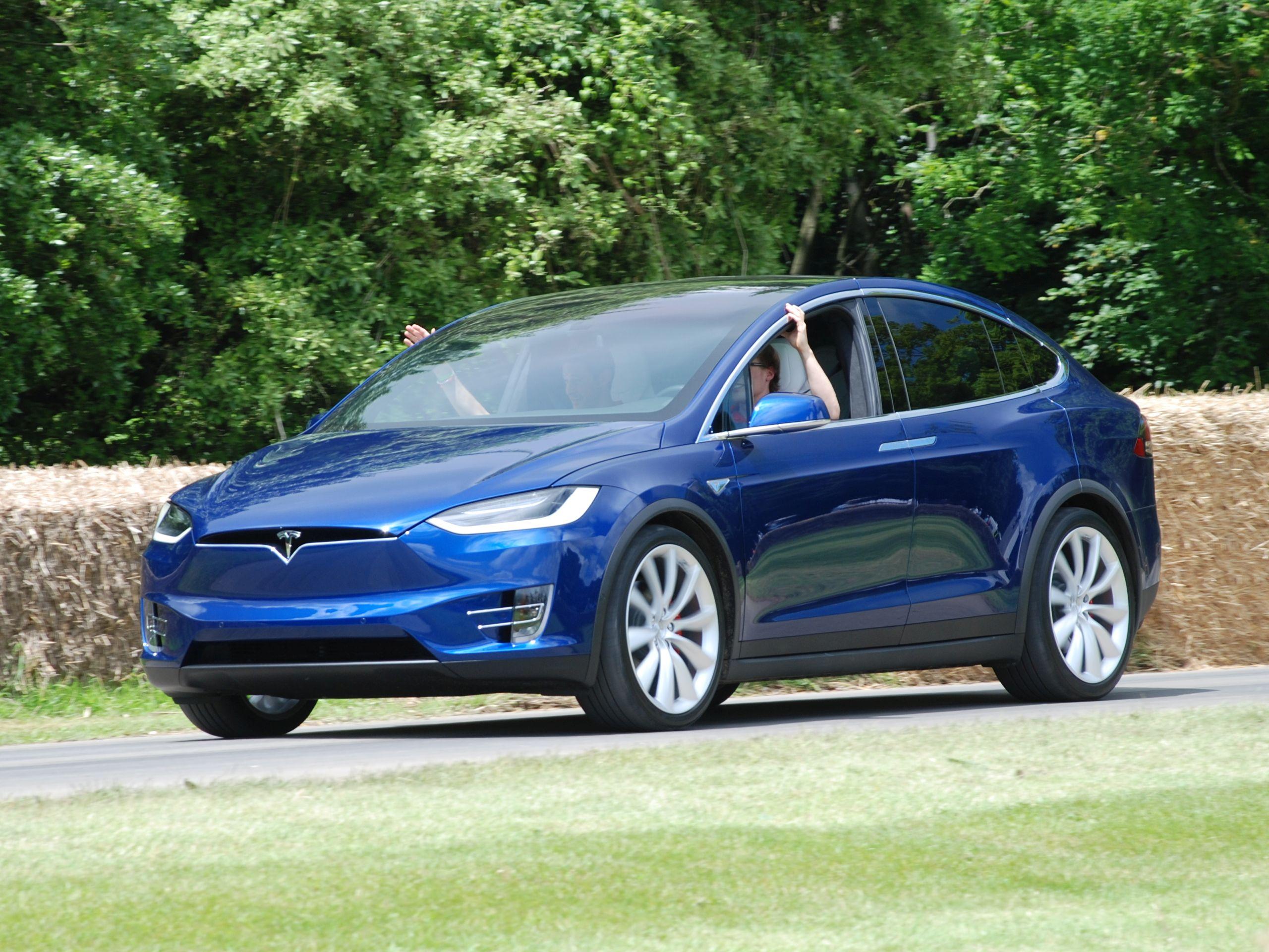 Tesla on Autopilot Hits Police Motorcycle