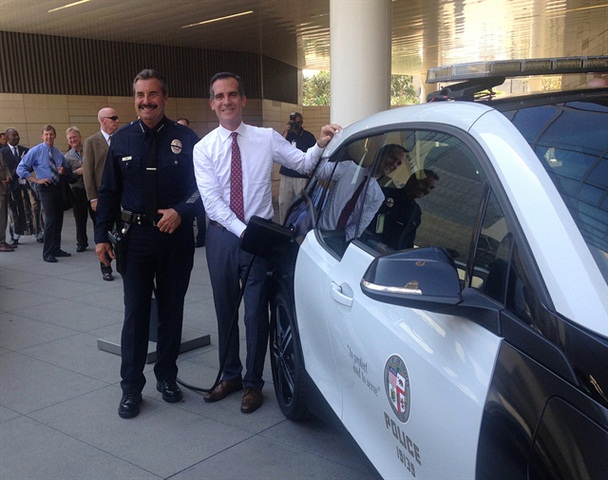 Los Angeles Mayor Eric Garcetti and Police Chief Charlie Beck demonstrate charging of BMW i3. Photo courtesy of City of Los Angeles.