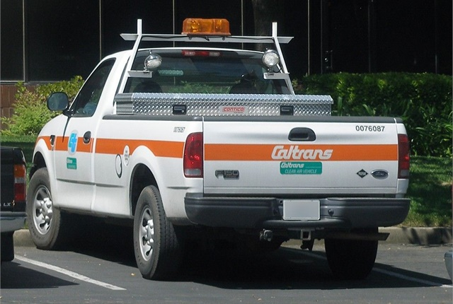 Photo of Caltrans truck via Coolcaesar/Wikimedia