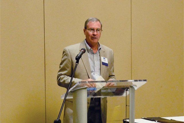 Doug Ingle, outgoing president of the SGFMA, led the business lunch.