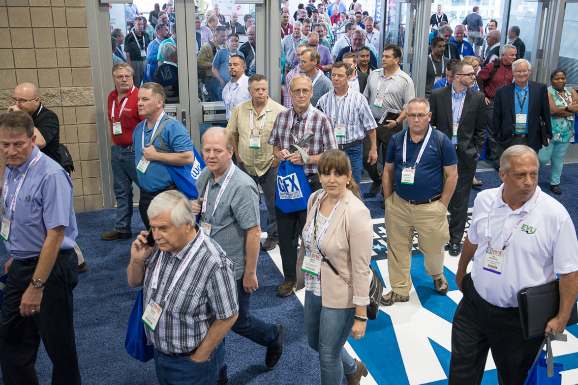 Attendees enter the exhibit hall for GFX 2015.