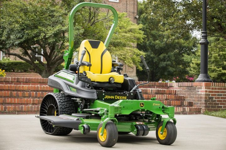 The Z955R zero-turn mower comes with a 60-inch side-discharge deck. 