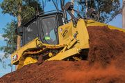 The Cat D5 dozer comes with a fully automatic transmission thatdelivers 170 hp.