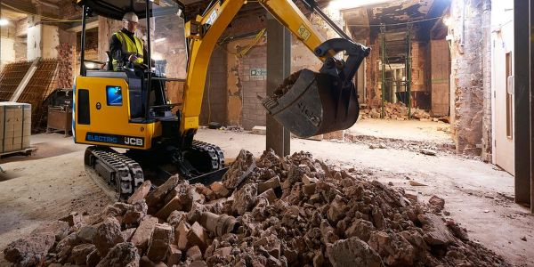 The JCB 19C-1E electric mini excvator can complete a typical day's work on a single charge.